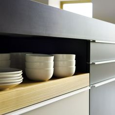 Poggenpohl +MODO with its distinctive display drawers beneath the worktop, creates a sense of openness and informality.