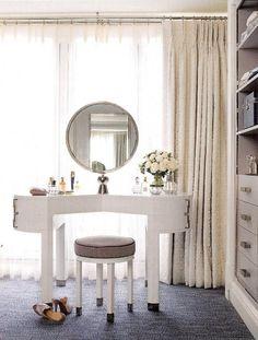 Malex's vanity room. change curtain color.