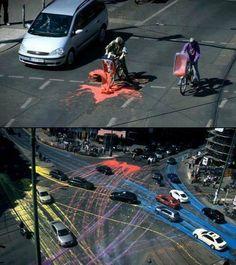 Street art. A cor espalhada de forma aleatória consoante o tráfego... Realizado com tinta lavável.
