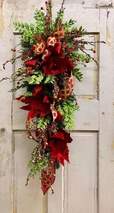 Christmas Swags, Christmas Decorations, Seasonal Decor, Holiday Decor, Wreath Ideas, Garlands, Advent, Projects To Try, Seasons
