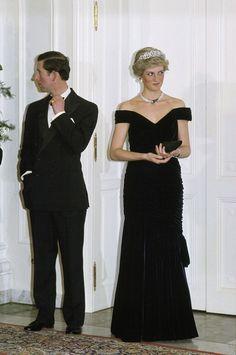 El extraño detalle en las fotos de la princesa Diana y el príncipe Carlos del que nunca te diste cuenta