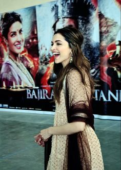 Deepika being her cute self during #BajiraoMastani promos in Lucknow.. she's so beautiful when she laughs :)
