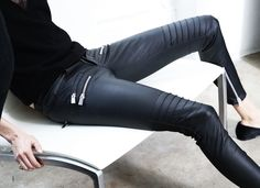 Leather pant, black top and pointed ballerina Fashion Bible, Love Fashion, Fashion Design, Outfits 2016, Casual Outfits, Coco Chanel, Fall Winter Outfits, Autumn Winter Fashion, Fall Fashion