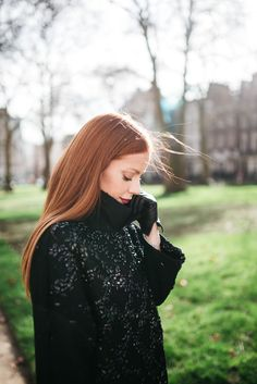 Julia Petit - Petiscos -casaco Gloria Coelho -luvas Harrords