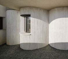 Studio Wet adds curved extension with ribbed details to house in Seville Residential Architecture, Contemporary Architecture, Architecture Details, Interior Architecture, Arch Building, Building A House, Concrete Facade, 1950s House, Curved Wood