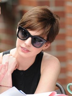 short pixie hairstyles for oval faces