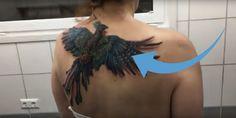 Átlagos tetoválásnak tűnik de nézd mi történik, mikor a nő mozgatni kezdi a vállait