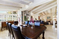 #bonanova #chalet #realestate #luxury #mallorca #immobilien  http://www.balearinvestluxury.com/en/property/bonanova-chalet-unifamiliar-con-mucho-caracter-/ref/37290  Bonanova. Detached house with character  On a plot of 583,65m2 approx. large living-/dining room approx. 60m2 , equipped/furnished kitchen, 4 doble bedrooms, 4 bathrooms (3 en suite), oak and marble floors, heating, climalit windows, porch, garden, automatic irrigation, outdoor living room, solarium terrace, garage, store room.