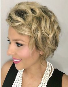 Stylish Headwear for Women with Hair Loss - My Cancer Chic #hairgrowth #survivor #cancerfree Short Hairstyles For Women, Bob Hairstyles, Haircuts, Beach Hairstyles, Party Hairstyles, New Hair, Your Hair, Hair Growth After Chemo, Beach Curls