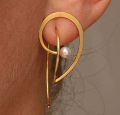 Earrings | Kathrin Sättele.  18kt gold and pearl