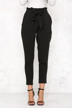 Tie Waist Cropped Trousers - Outfits for Work - Business Outfits for Work Cute Office Outfits, Business Casual Outfits, Business Attire, Business Fashion, Cute Outfits, Work Outfits, Winter Outfits, Outfit Work, Pants Outfit