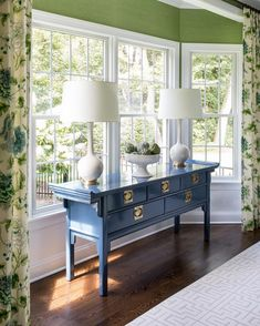 Color crush 💙💚 We love how set a pair of Coy Large Table Lamps by Christopher Spitzmiller in Ivory against this gorgeous blue and green palette! Blue And Green Living Room, Green Dining Room, Dining Room Colors, Colorful Dining Rooms, Blue Dining Room Furniture, Blue Rooms, Plywood Furniture, Furniture Decor, Dining Room Console