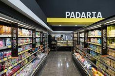 Supermercado Konig Supermarket Design, Supermarket Shelves, Retail Store Design, Convinience Store, Retail Solutions, Store Layout, Shop Fittings, Retail Interior, Signage Design
