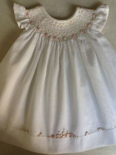 Hand made by Marianela Collado-like the line of embroidery along the hem to repeat the smocking. Smocking Baby, Smocking Patterns, Dress Patterns, Smocking Tutorial, Smocking Plates, Coat Patterns, Sewing Patterns, Smocked Baby Dresses, Little Dresses