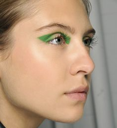 Le liner organique http://www.vogue.fr/beaute/diaporama/les-15-tendances-make-up-du-printemps-2013/11141/image/657289#le-liner-organique