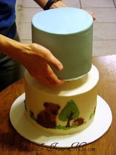 Instructions on how to stack a 2 tier cake.