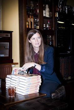 Naomi Wood podepisuje své knihy