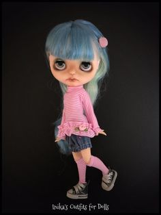 This Listing includes: Mesh knitted cotton striped pink with long sleeves with ruffled trim and pink satin applied. Shorts in jeans. short socks Not included: Doll Shoes hair clamp This is a hand-made product not be returned