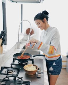 Cooking my signature pasta dish with my favorite AJI-NO-MOTO®! 😋🍝 How about you, what is your signature dish? My Ex And Whys, Lisa Soberano, Beautiful Buns, My Signature, Pasta Dishes, My Favorite Things, Cooking, Goddesses, Instagram