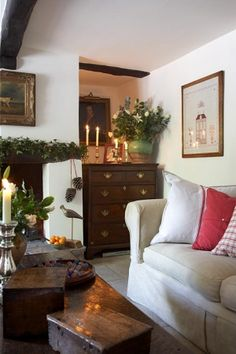 Lots of white and light but still English decor. A House in English Country Style English Cottage Style, English Country Style, Country Chic Cottage, Country Style Homes, Country Living, English Cottage Interiors, English House, Shabby Cottage, House Interiors