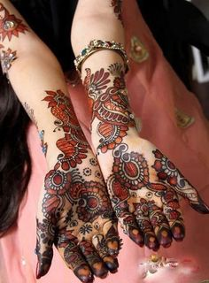 This is why wedding mehndi designs are becoming more popular every day. Wedding growth in recent years, mehndi design, mehndi henna designs are gaining popularity in many other countries as well as local cultures. Pakistani Mehndi Designs, Mehandi Designs, Latest Bridal Mehndi Designs, Wedding Mehndi Designs, Mehndi Designs For Hands, Peacock Mehndi Designs, Cool Henna Designs, Latest Arabic Mehndi Designs, Stylish Mehndi Designs
