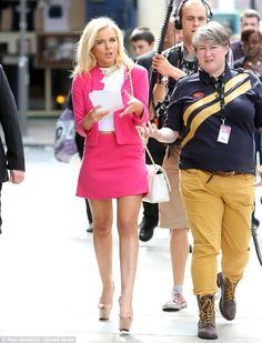 Helen Flanagan has never been shy about her love for Gossip Girl's Blair Waldorf's style, but it looks like Helen Flanagan had a different TV character in mind when she stepped out in a bright pink skirt suit from Topshop    Read more: http://www.dailymail.co.uk/tvshowbiz/article-2388211/Helen-Flanagan-looks-like-Lady-Penelope-bright-pink-skirt-suit-handing-flyers.html#ixzz2ba4H2rsu   Follow us: @MailOnline on Twitter | DailyMail on Facebook