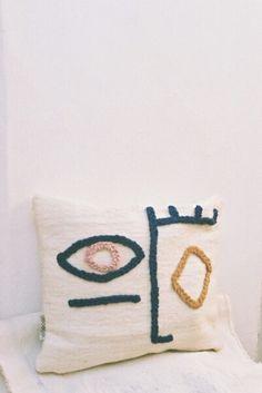 Handmade Home Decor Make Your Own Pillow, How To Make Pillows, Diy Pillows, Cushions, Pillow Ideas, Handmade Home Decor, Diy Home Decor, Needle Cushion, Diy Interior