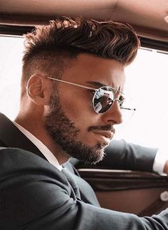 A Perfect Fade Haircut For Men In 2019 - Haircuts Ideen Short Beard, Short Hair Cuts, Short Hair Styles, Coiffure Homme Fade, Beard Styles For Men, Hair And Beard Styles, Disconnected Haircut, Wedding Hair Colors, Dapper Men