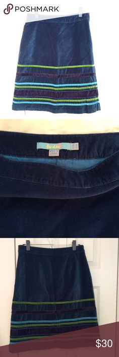 Boden Skirt size US 6R This velvet Boden skirt is perfect the the cooler fall weather. Reasonable offers considered. From a smoke free, pet friendly home. No trades. Boden Skirts Midi