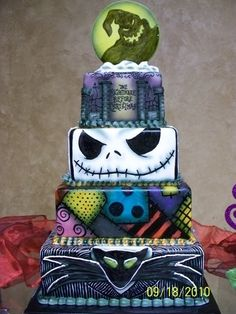 I love the Jack Skellington layer! 'Nightmare Before Christmas Wedding Cake' Crazy Cakes, Fancy Cakes, Cute Cakes, Pink Cakes, Halloween Torte, Dessert Halloween, Halloween Halloween, Halloween Weddings, Halloween Recipe