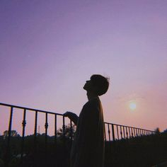Sunsets are the best . Korean Boys Ulzzang, Cute Korean Boys, Ulzzang Korea, Ulzzang Couple, Ulzzang Boy, Cute Boys, Night Aesthetic, Aesthetic Boy, Aesthetic Photo