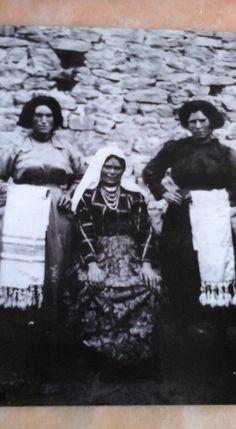 Tessitura a mano di assunta perilli: Abiti di Campotosto (AQ). anni '30/'40