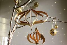 weihnachtsbaumschmuck deko papier basteln goldene deko idee