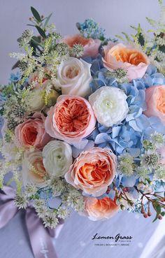 Sola Flowers, Bridal Flowers, Flower Bouquet Wedding, Floral Wedding, Wedding Colors, Bridesmaid Flowers, Bride Bouquets, Floral Bouquets, Summer Flower Arrangements