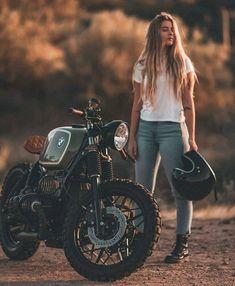 Bmw R 100 Rs, Bmw R 80, Moto Custom, Custom Bmw, Bike Photography, Photography Poses Women, Motorbike Girl, Motorcycle Style, Motorcycle Girls