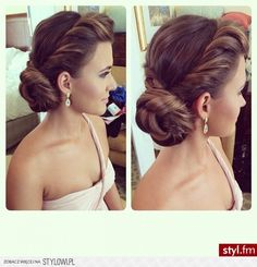 The 30 Best Wedding Bun Hairstyles Wedding bun hairstyles are the trendiest of all. There are numerous innovative hair updos for wedding. Check out our list of the best wedding bun hairstyles for simple to fashionable brides. Wedding Hairstyles For Long Hair, Elegant Hairstyles, Wedding Hair And Makeup, Up Hairstyles, Pretty Hairstyles, Hair Makeup, Hair Wedding, Bridal Hairstyles, Bridesmaid Hairstyles
