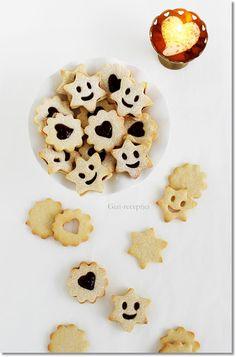 Gizi-receptjei. Várok mindenkit.: Omlós linzer. Minion, Keto, Cookies, Breakfast, Desserts, Food, Crack Crackers, Morning Coffee, Tailgate Desserts