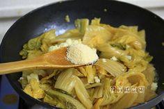 밥도둑 잡아요^^ 묵은지 볶음 만들기 – 레시피 | 다음 요리 Steamed Rice, Vegetable Seasoning, Rice Bowls, Korean Food, Kimchi, Food Plating, Pork, Food And Drink, Meals