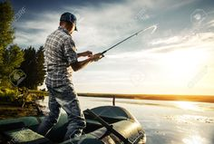 31161568-Mature-man-fishing-from-the-boat-on-the-pond-at-sunset-Stock-Photo.jpg (1300×878)