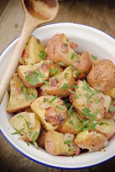 """Het lekkerste recept voor """"Warme aardappelsalade uit de oven"""" vind je bij njam! Ontdek nu meer dan duizenden smakelijke njam!-recepten voor alledaags kookplezier!"""