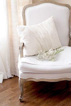 Beautiful White Chair!  LOVE IT!