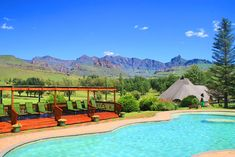 Click on pic to see more. The Fairways are modern self-catering chalets situated in the Southern Drakensberg with spectacular views of the mountains and superb golf course. Self Catering Cottages, Kwazulu Natal, Golf Courses, Southern, Mountains, Mansions, House Styles, Outdoor Decor, Modern