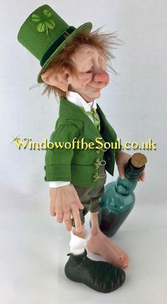 Lucky Whiskey Leprechaun by Window of the Soul artist Leigh Jordan. : Lucky Whiskey Leprechaun by Window of the Soul artist Leigh Jordan. Clowns, St Patricks Day Wallpaper, Doll Making Tutorials, Irish Leprechaun, Soul Artists, Elf Doll, Elves And Fairies, Fairy Figurines, Doll Wigs