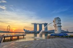 Singapore Merlion when sunrise. Sunrise in the morning at Singapore Marina Bay , Singapore Guide, Singapore Island, Singapore Tour, Singapore Malaysia, Singapore Travel, Marina Bay, Merlion Singapore, Singapore Attractions, May Bay