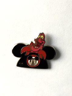 Walt Disney PETITE DAISY DUCK TRADING Hat Lapel Pin Badge