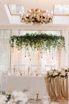 Hochzeit in Gold, Hochzeitsdeko gold weiß, Glamour Hochzeit, Hochzeit gold weiß Making A Wedding Dress, Luxury Wedding Dress, Glamorous Wedding, Wedding Gold, Wedding White, Wedding Boxes, Wedding Table, Gold Wedding Decorations, Cinderella Wedding