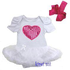 Niet alleen leuk voor een verjaardag, feestje of Valentine maar deze schattige Pettiskirt jurk roze met applicatie hartje kan toch altijd gedragen worden!!