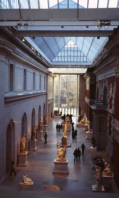New York's Top 10 : Metropolitan Museum of Art - European Sculpture and Decorative Arts    One of the museum's largest collections reflects the development of art in Western Europe, and includes architectural settings, French and English period rooms, tapestries, and sculptures by Rodin and Degas.
