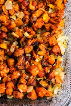 Sweet potato hash recipe with caramelized garlic and onion. So much flavor – thi… Sweet potato hash recipe with caramelized garlic and onion. So much flavor – this is perfect for breakfast! Paleo Sweet Potato, Sweet Potato Hash, Sweet Potato Recipes, Garlic Recipes, Onion Recipes, Potato Hash Recipe, Vegetarian Recipes, Healthy Recipes, Healthy Meals