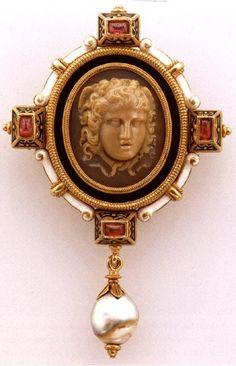BROCHE CASTELLANO CON MEDUSA 1500S